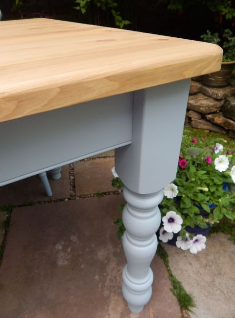 4ft Classic Farmhouse Table